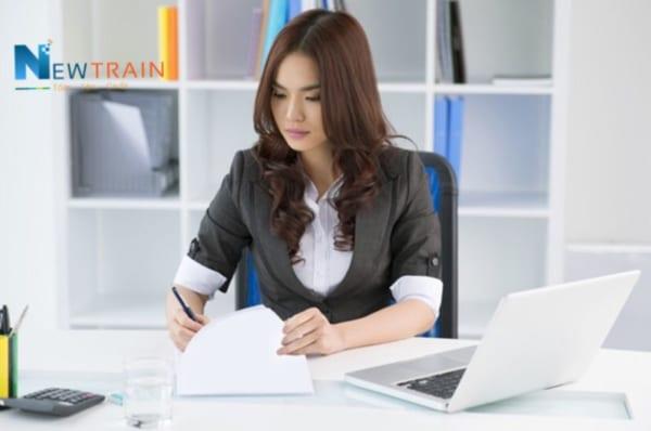 Nên học kế toán tổng hợp hay kế toán doanh nghiệp cho phù hợp?